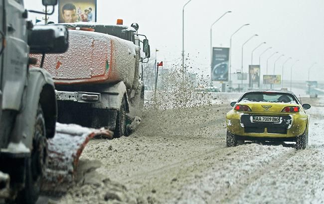 Непогода в Украине: в 4 областях ограничено движение для грузовиков