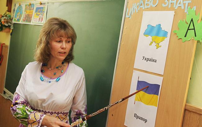 Зарплаты учителей возрастут в среднем на 1,5 тыс. гривен уже с января