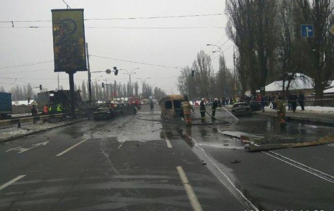 В Киеве в ДТП на Заболотного сгорели 4 автомобиля