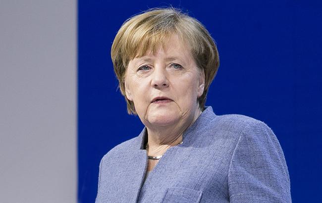 Меркель призвала бороться с антисемитизмом и ксенофобией