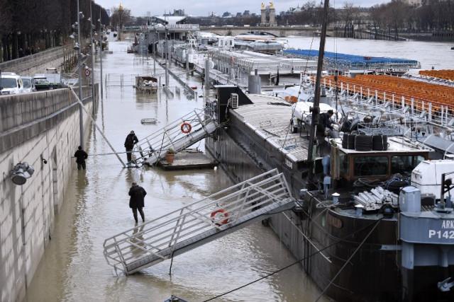 В Париже из-за дождей Сена вышла из берегов