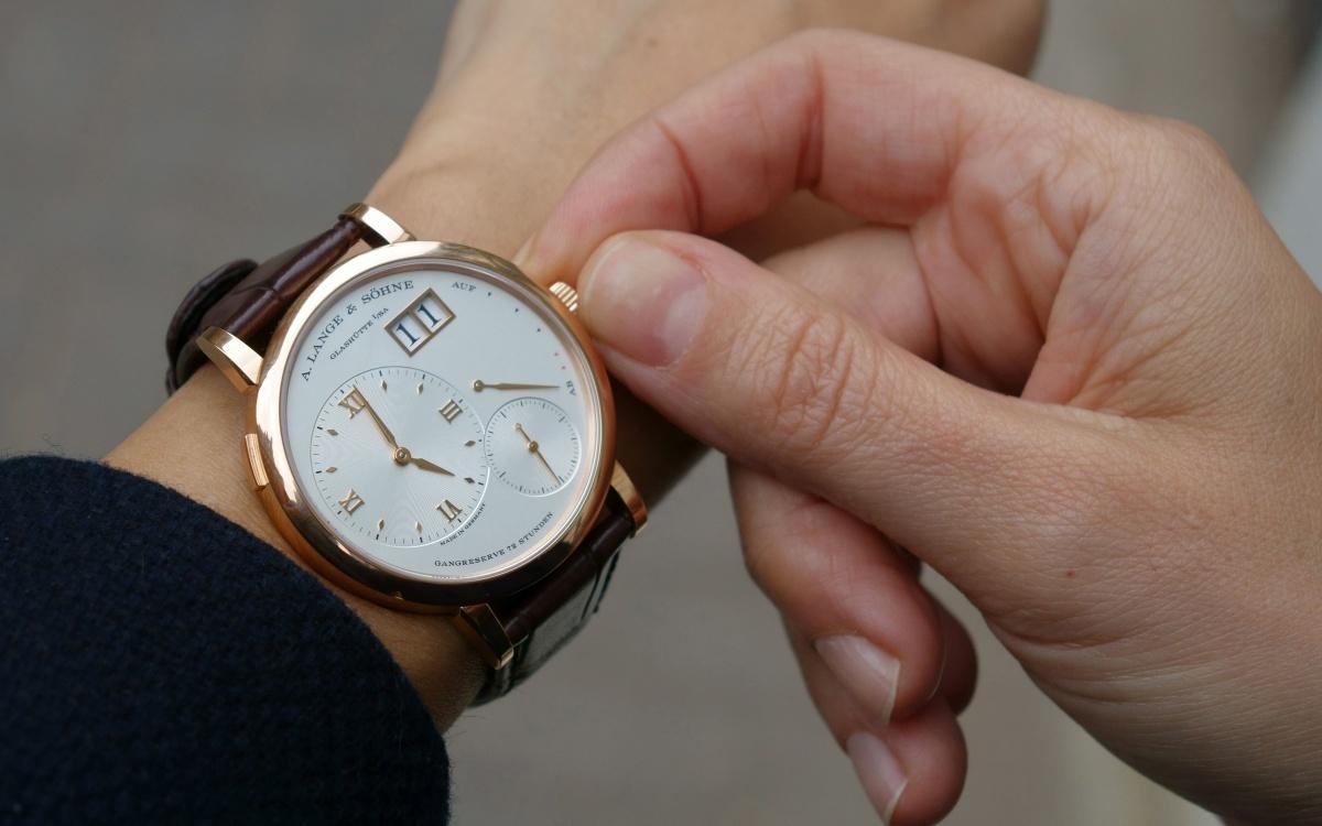 Приобретение оригинальный часов и других товаров
