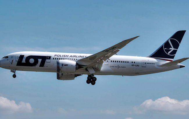 В Польше самолет совершил экстренную посадку