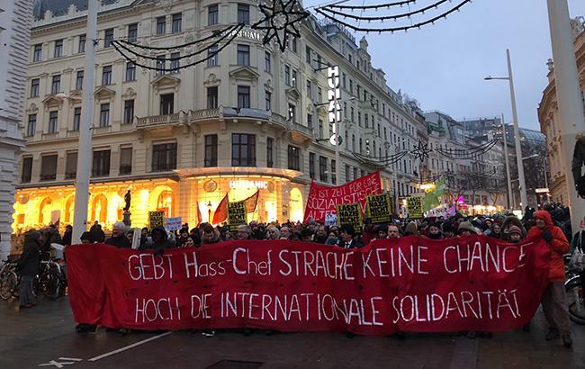 В Австрии тысячи людей протестуют против нового правого правительства