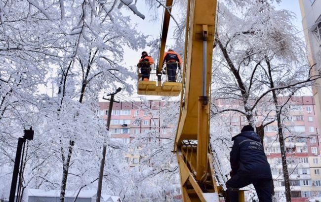 Непогода в Украине: обесточенными остаются почти 70 населенных пунктов