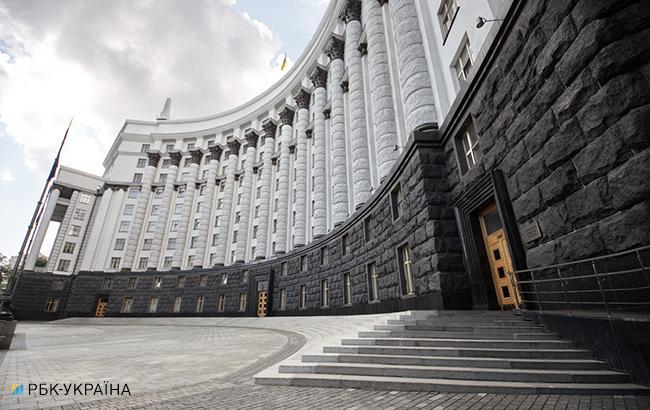 Украинских дипломатов обязали проходить осмотр у психиатра при приеме на службу