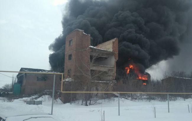 В Донецкой области горит склад горюче-смазочных материалов