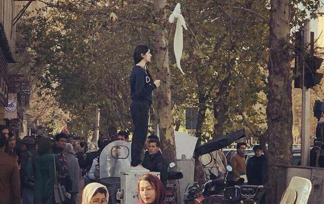 Протесты в Иране: полиция задержала 90 студентов