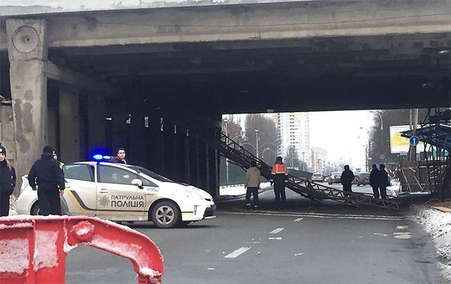 Мост на Комарова не пострадал в результате обвала строительных конструкций, - КГГА