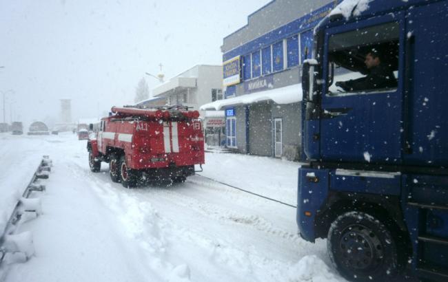 Непогода в Украине: обесточенными остаются 322 населенных пункта