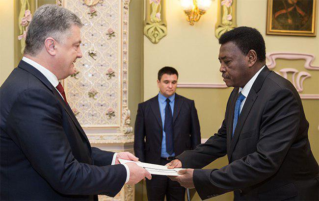 Порошенко принял верительные грамоты от послов Нидерландов, Ливана и Судана