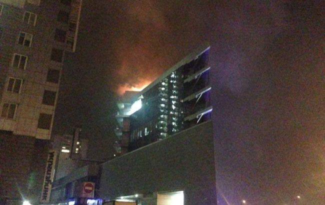 В Киеве горит торговый центр