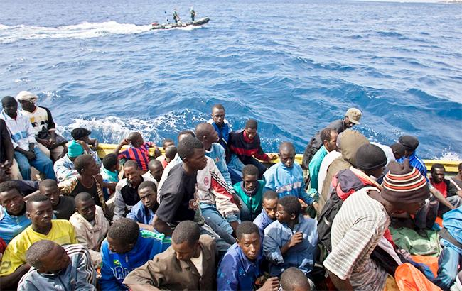 В аварии судна у Ливии погибли 64 беженца
