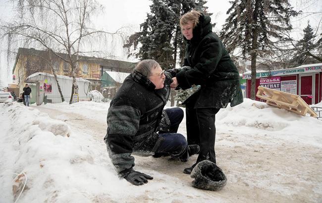 Киевлян предупреждают о гололедице на дорогах