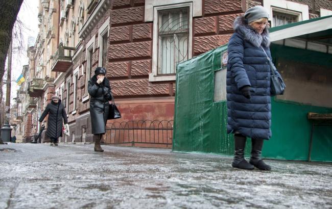 Синоптики предупреждают о гололедице на дорогах Киева