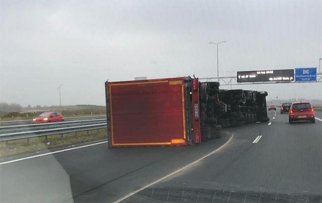 В Нидерландах в результате штормового ветра погибли два человека