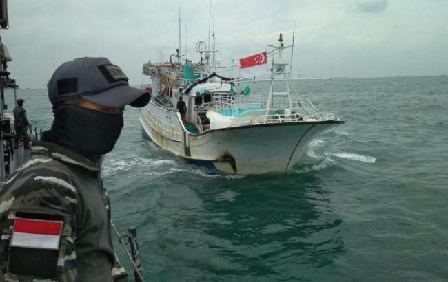 В Индонезии задержали судно с тонной метамфетамина