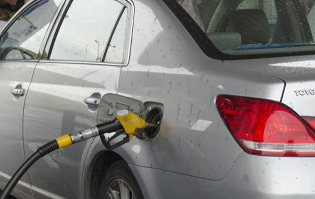Цены на АЗС в Киеве снизились в среднем на 20 копеек
