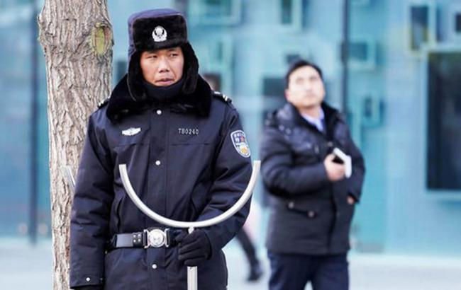 В Пекине мужчина напал с ножом на посетителей ТЦ, погибла женщина