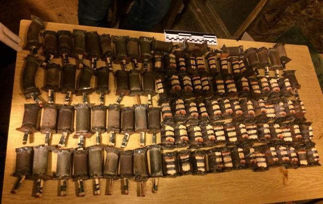 В Киевской области полиция обнаружила большой арсенал самодельного оружия и взрывчатки