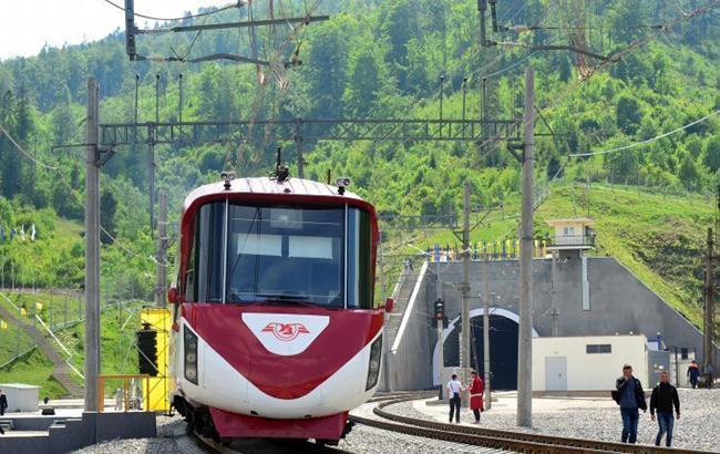 Порошенко рассказал об объеме железнодорожных перевозок новым Бескидским тоннелем