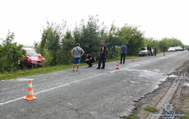 В Ровенской области автомобиль наехал на женщину с детьми