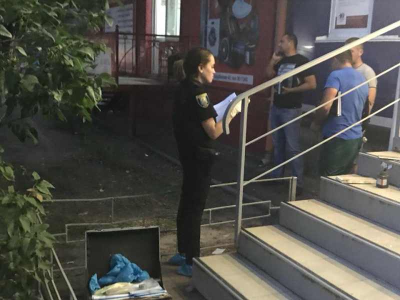 В Киеве трое неизвестных ограбили ювелирный магазин и застрелили охранника