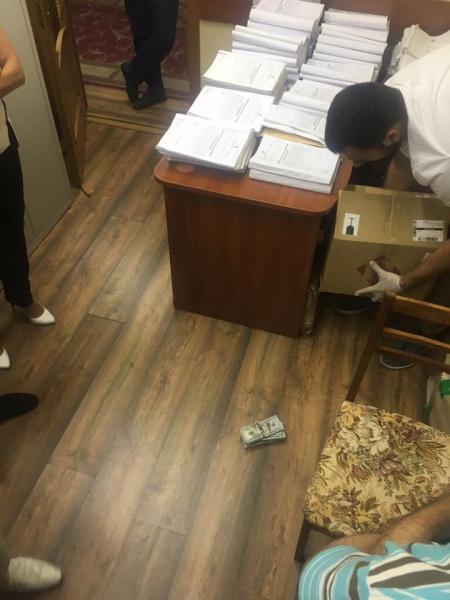 Старшего следователя ГПУ задержали на взятке в 50 тыс. долларов