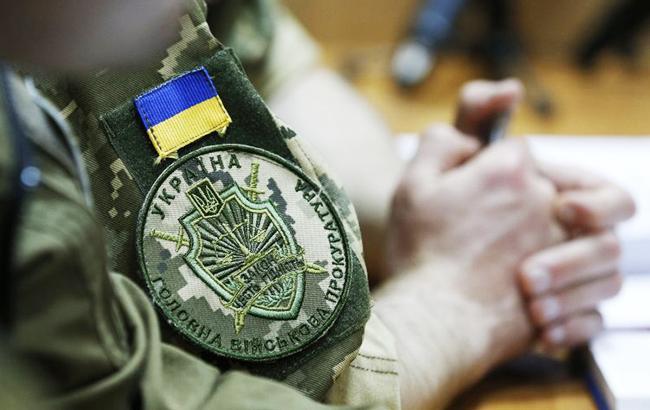 Военная прокуратура задержала на взятке старшего инспектора таможни