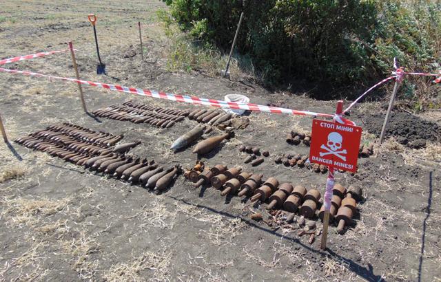 Под Славянском пиротехники уничтожили 221 боеприпас времен Второй Мировой войны