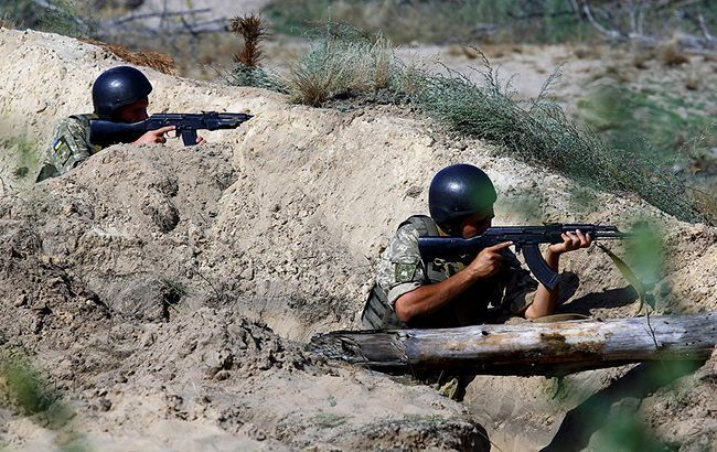 На Донбассе за день ранены 3 украинских военных