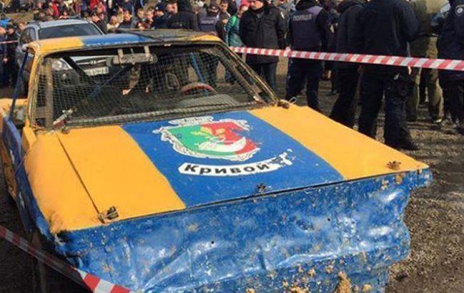 В Кривом Роге во время гонок автомобиль влетел в толпу, есть пострадавшие