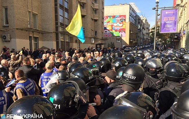 В центре Киева активисты подрались с полицейскими