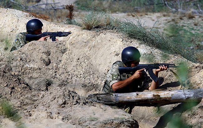 На Донбассе за сутки боевики 22 раза обстреляли позиции ООС