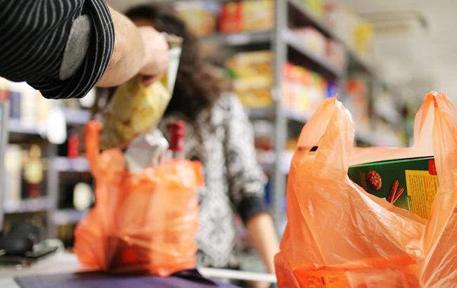 Во Львове ограничивают использование полиэтиленовых пакетов в магазинах