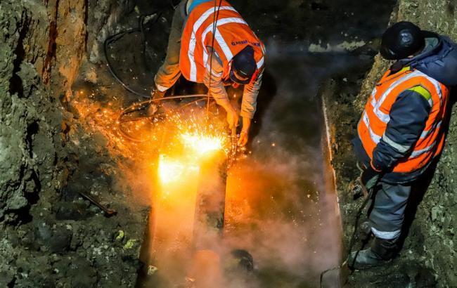 Столичные коммунальщики оперативно ликвидируют повреждение теплосети в центре города, - КГГА