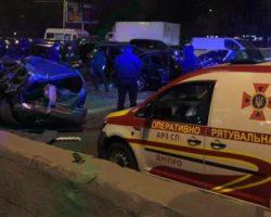 В Днепре столкнулось 10 автомобилей, есть пострадавшие