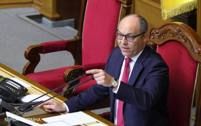 Парубий подписал закон о введении военного положения