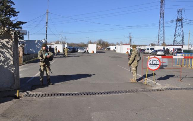 Пункты пропуска на Донбассе за сутки пересекли почти 35 тыс. человек
