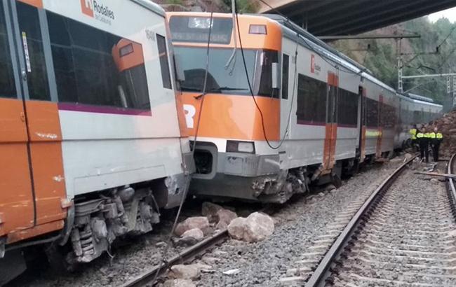 В Испании поезд сошел с рельсов, есть погибший и раненые