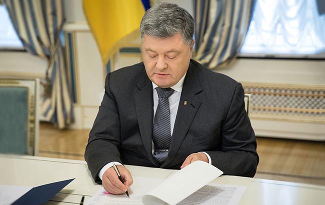 Президент подписал указ об ускорении децентрализации в Украине
