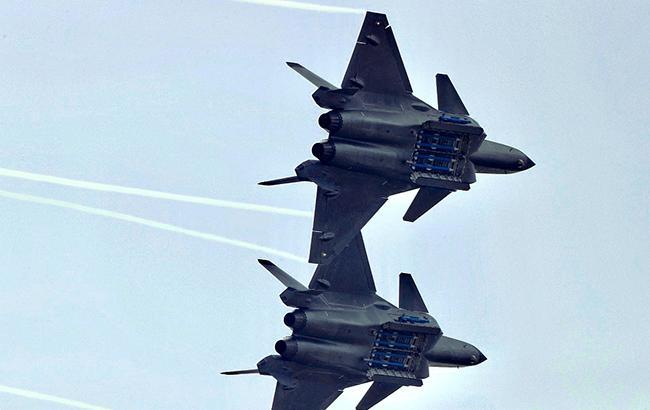 Китайские истребители пытались перехватить канадские военные самолеты