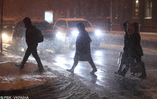 Снегопады в Украине: ГСЧС предупреждает об осложнении движения транспорта