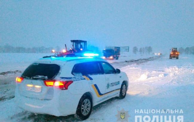 В Нацполиции рассказали о ситуации на дорогах из-за снегопадов в Украине