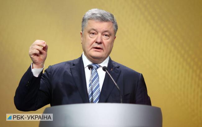 Порошенко: ВР примет изменения в Конституцию относительно НАТО и ЕС в следующем году