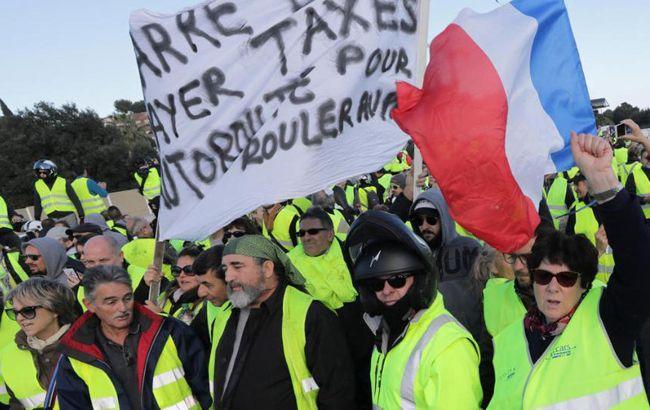 Во Франции из-за протестов стягивают полицию в Париж
