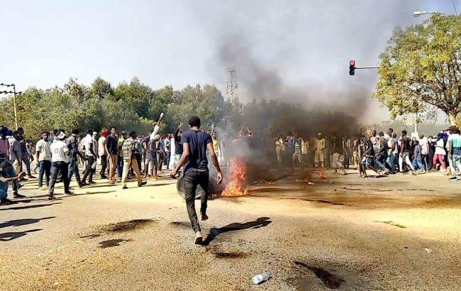 В Судане выдали ордера на арест 38 журналистов
