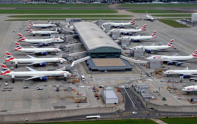 Вылеты из лондонского аэропорта приостановили из-за беспилотника