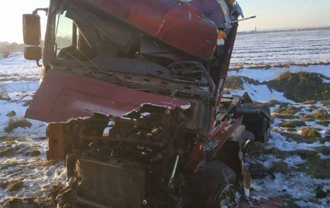 В Ивано-Франковской обл. поезд протаранил грузовик, пострадал водитель