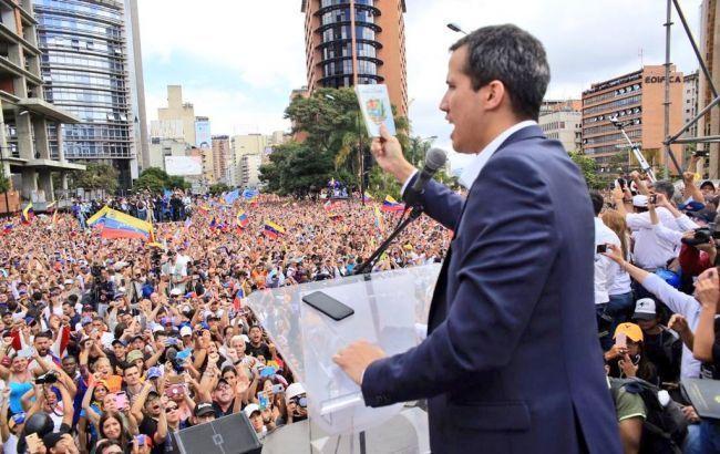 В США могут снять санкции с венесуэльских военачальников, которые выступят за демократию